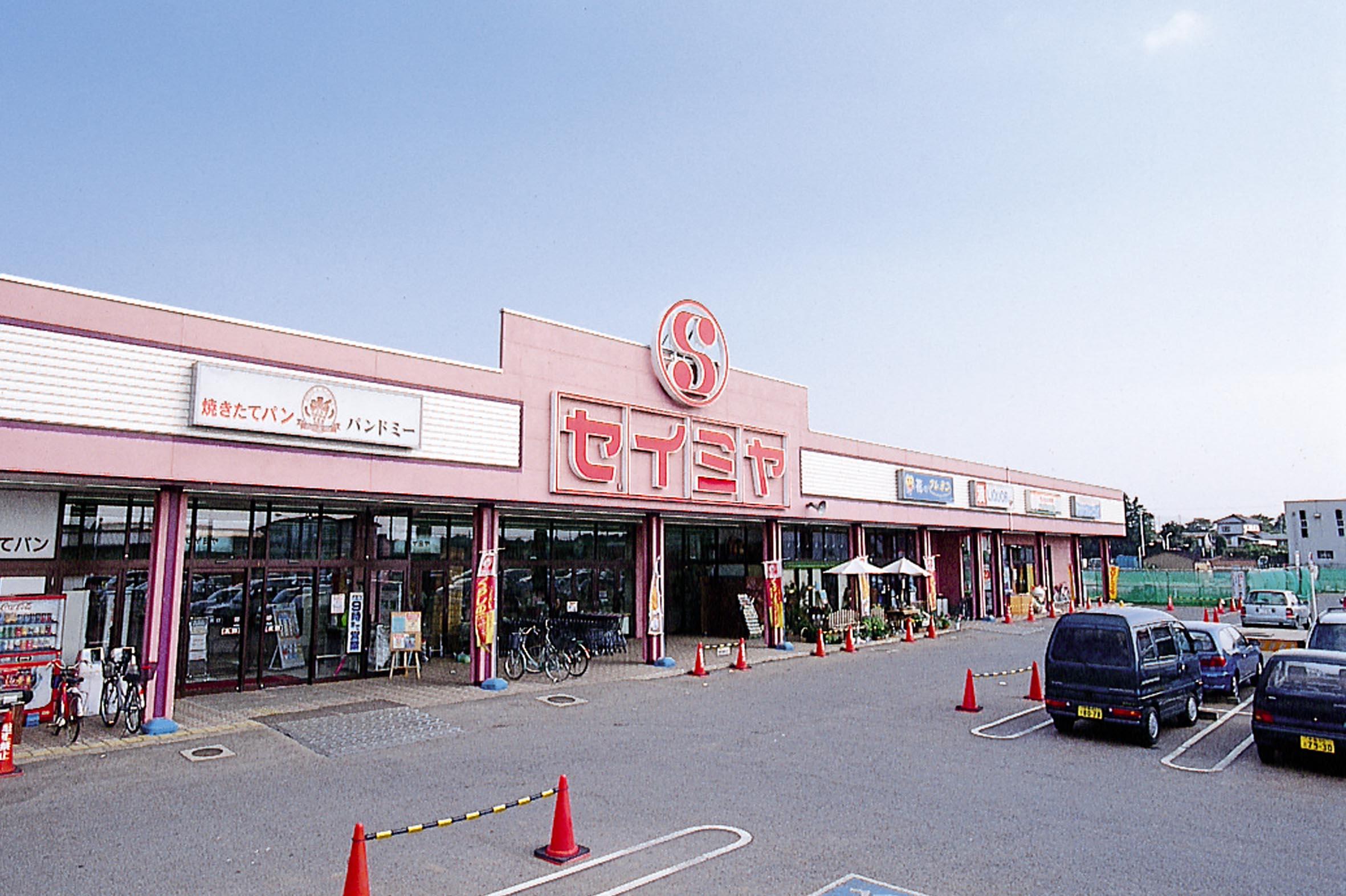 成田芝山店.jpg