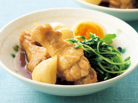 丸ごとニンニクと鶏手羽先のさっぱり煮